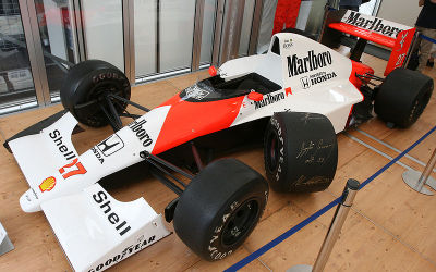 800pxmclaren_mp45b_and_autograph__2