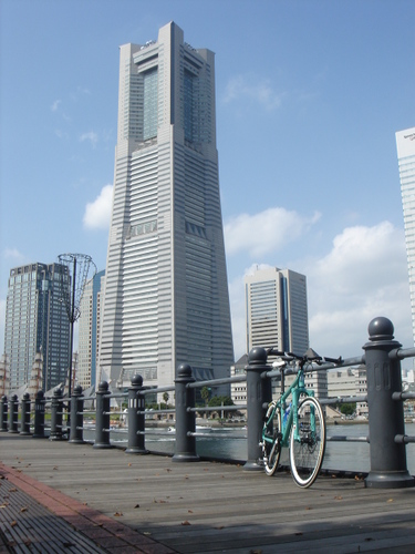 The Yokohama Landmark Tower(Kishamichi Promenade)